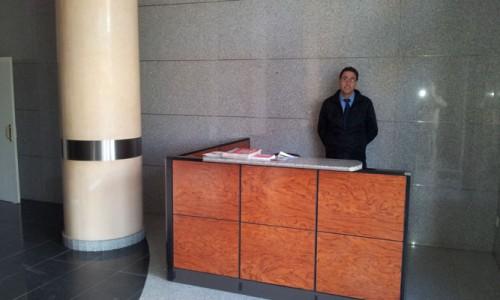 Recepcionista en edificio de oficinas en Valencia